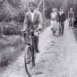 Krishnamurti op de fiets door het Sterkamp in 1936